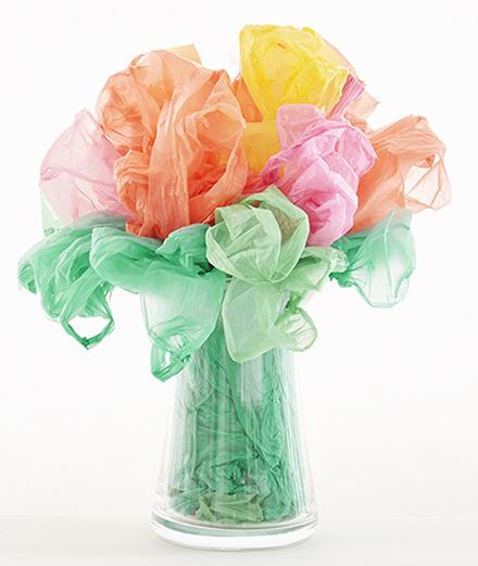 Paul Pouvreau, le photographe qui transforme les sacs plastique en fleurs