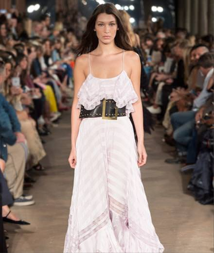 The romantic looks from Philosophy di Lorenzo Serafini Spring-Summer 2017 runway show