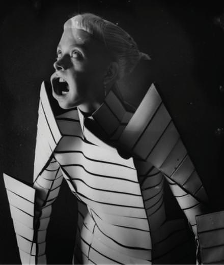 Grotesque, décadente et sublime : la collaboration entre Gareth Pugh et Paulina Otylie Surys se dévoile à la NUE galerie
