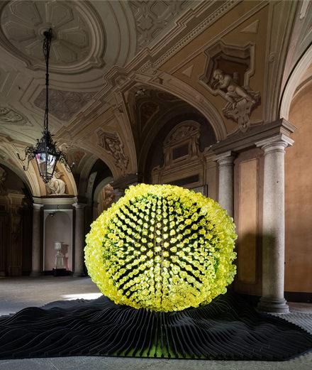 Fantasque et monumentale: la présentation des luminaires Lasvit au Salon du meuble de Milan