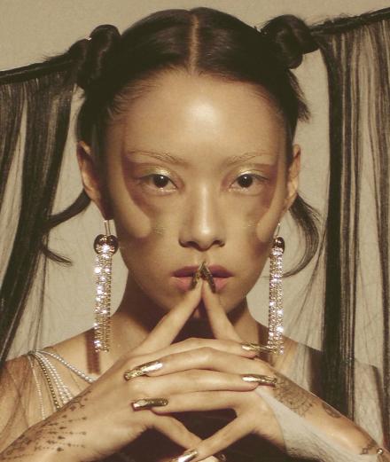 Quand Evanescence rencontre les Destiny's Child avec la pop star Rina Sawayama