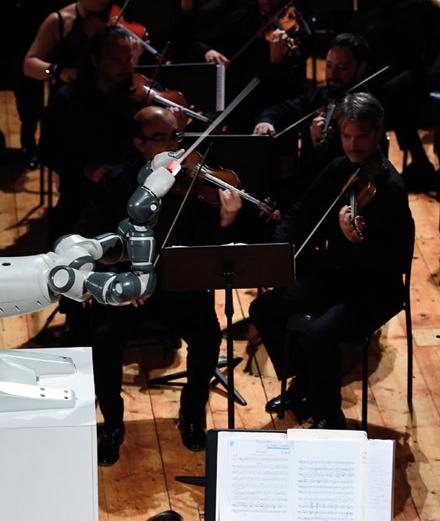 Quand un robot remplace un chef d'orchestre et dirige Andréa Bocelli