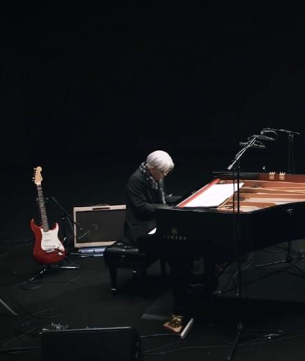 Revivez le concert confiné du compositeur Ryuichi Sakamoto