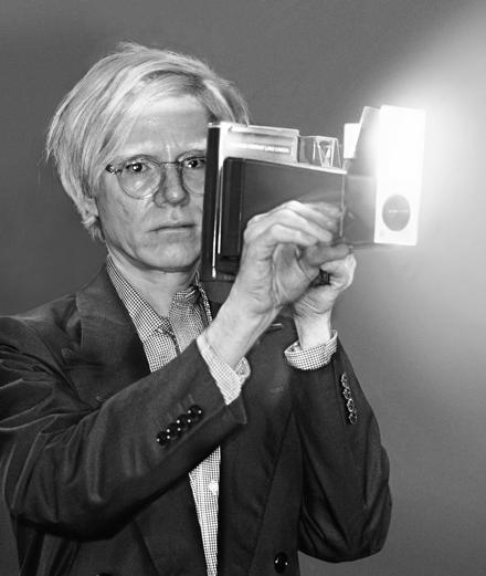 Qui est Philippe Morillon, photographe d'Andy Warhol et de Saint Laurent?