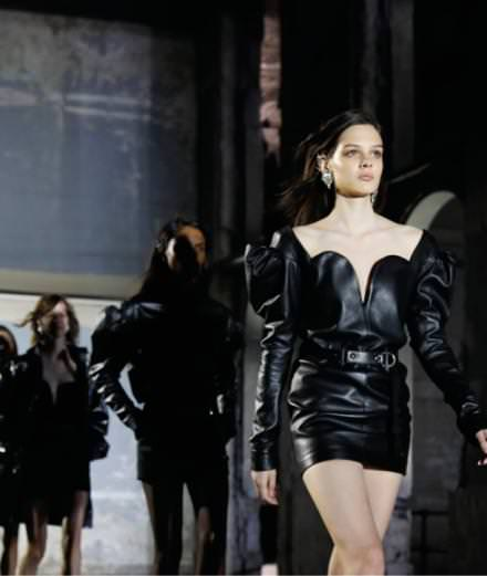 Le premier défilé d'Anthony Vaccarello pour Saint Laurent