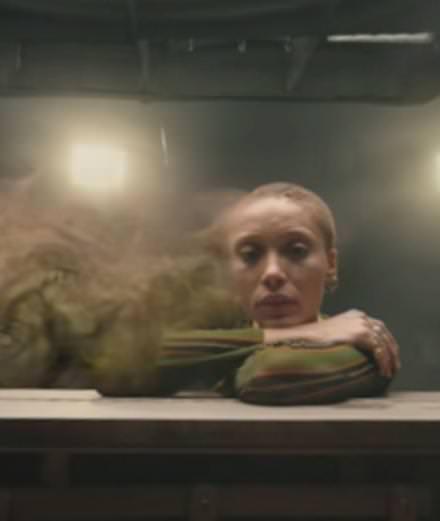 """Sampha partage une vidéo onirique en 360 degrés pour """"(No one knows me) Like the piano"""""""