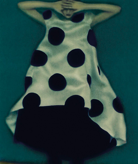 La photographie de mode de Sarah Moon, célébrée par Giorgio Armani et la Fondation Sozzani