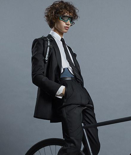 """La série mode """"En roue libre"""" par Jean-Baptiste Mondino pour Numéro Homme"""