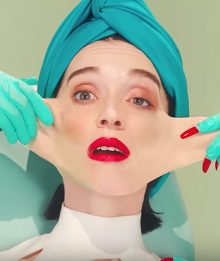 Un clip aux artifices pop art pour St. Vincent