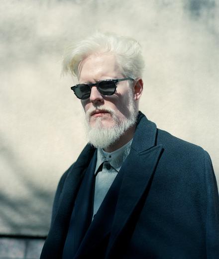 """""""M'avoir sur un défilé constituait un risque bien plus qu'un avantage."""" Rencontre avec le mannequin albinos Stephen Thompson"""