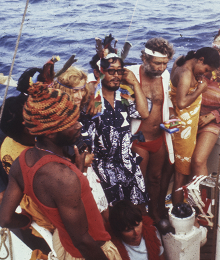 11 inconnus isolés en pleine mer