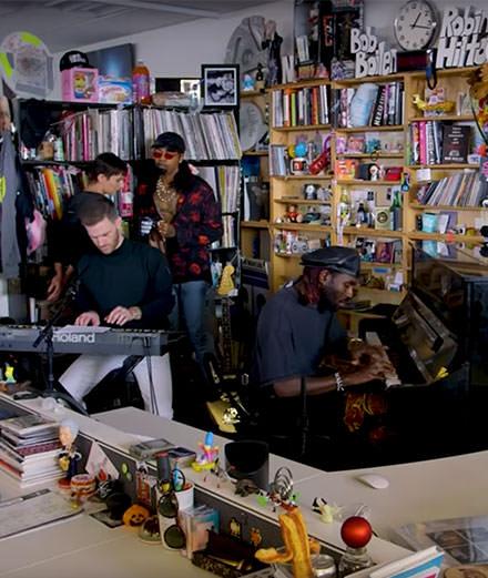 Tiny Desk Concert : quand les stars chantent dans un bureau minuscule