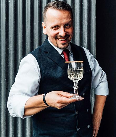 Cet homme fait-il vraiment le meilleur Martini du monde ?