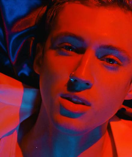 Mais qui est donc la nouvelle icône queer Troye Sivan ?