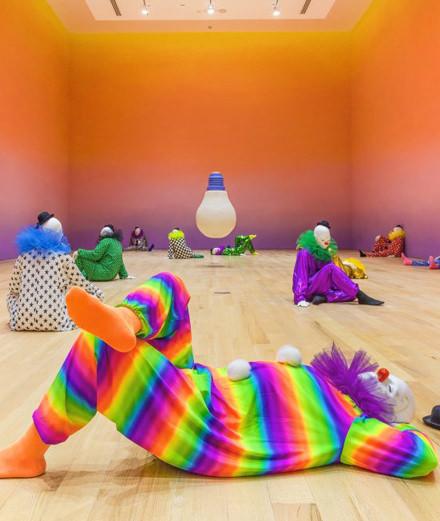 Ugo Rondinone fait entrer une armée de clowns dans le Bass Museum de Miami