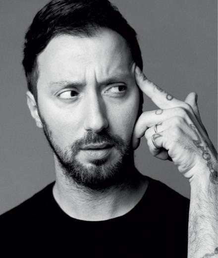 5 choses à savoir sur Anthony Vaccarello, nouveau directeur artistique d'Yves Saint Laurent