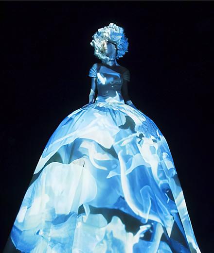 Valentino plonge dans les profondeurs du rêve avec sa collection haute couture