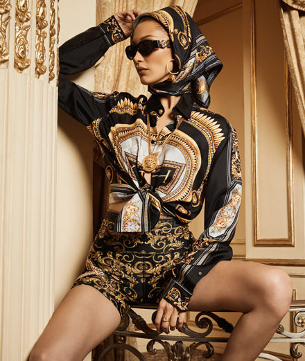 Versace x Kith : une collection accessible incarnée par Bella Hadid