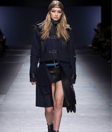 Le défilé Versace automne-hiver 2016-2017