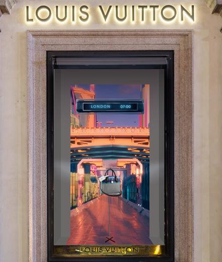 Louis Vuitton dévoile les vitrines futuristes imaginées par Nicolas Ghesquière et Es Devlin