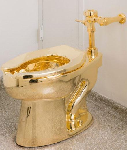 Mais qui a volé les WC en or de Maurizio Cattelan ?