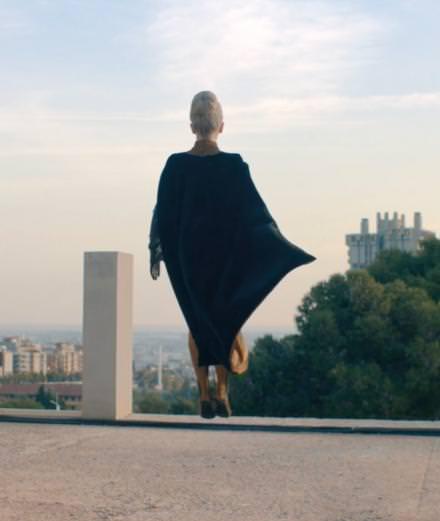"""Yael Naim revient avec le clip de """"Coward"""" coréalisé par Stromae"""