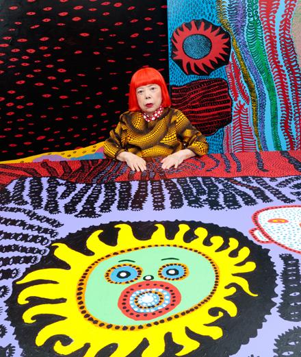 Qui est Yayoi Kusama, l'artiste qui installe une citrouille géante place Vendôme?