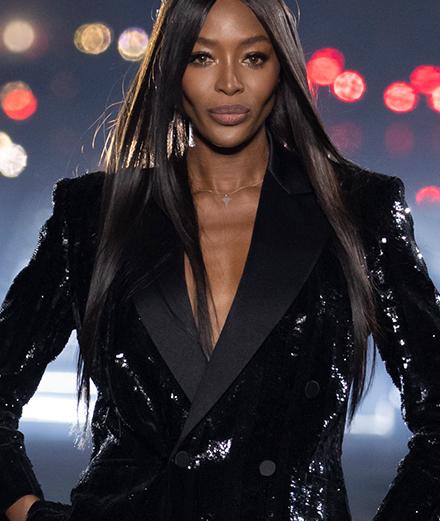 Naomi Campbell défile pour Saint Laurent