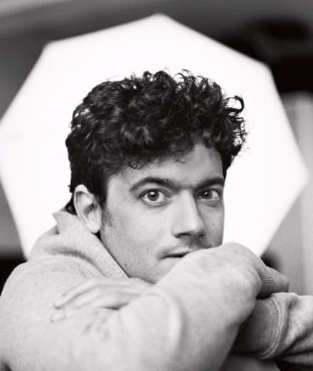 Qui est Clément Cogitore, l'artiste célébré du Festival de Cannes au Palais de Tokyo ?