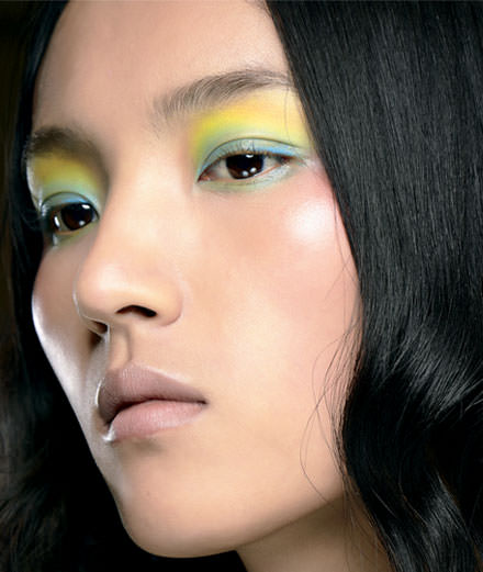Make-up: a hint of lemon, yes please