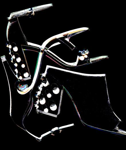Les accessoires perlés signés Gucci, Givenchy, Stuart et Nicholas Kirkwood
