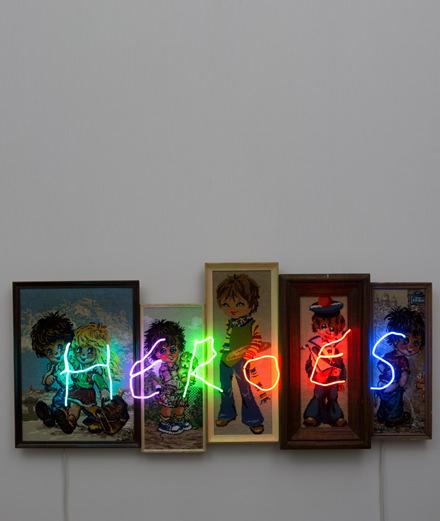 """""""HEROES"""" ou l'art contemporain au service d'une noble cause"""