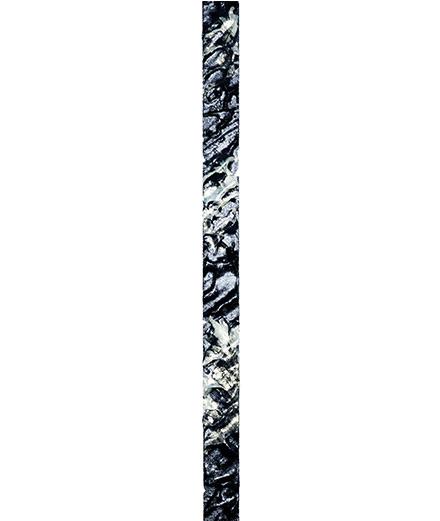 """""""Totems"""", les fards métalliques photographiés par Guido Mocafico"""