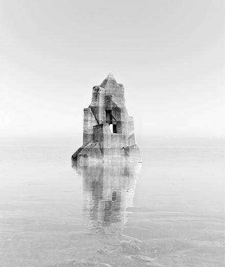 Giorgio Armani met en lumière l'œuvre fascinante de Noémie Goudal à Paris Photo