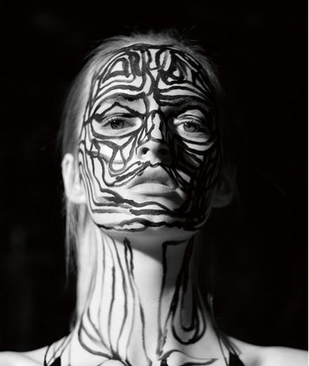 Exclusif : la série mode réalisée par l'artiste Thomas Houseago et le photographe Mathieu César