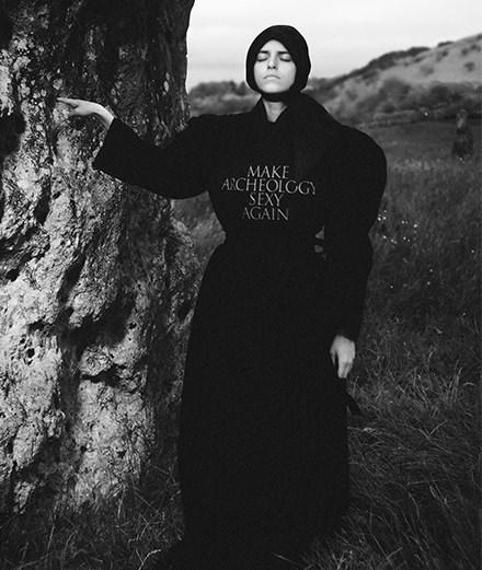 Aries x Jeremy Deller, la collab mystique qui réveille Stonehenge