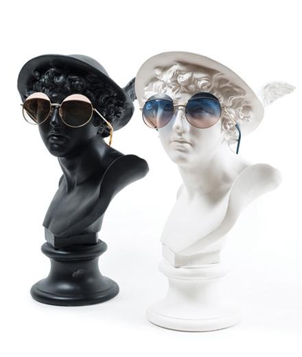 L'esprit pop de Loewe décliné dans une collection de lunettes de soleil