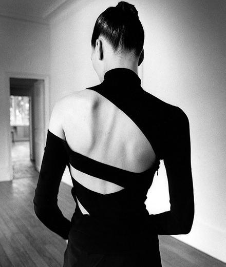 Le dos a enfin droit à son exposition entre tabou et tradition