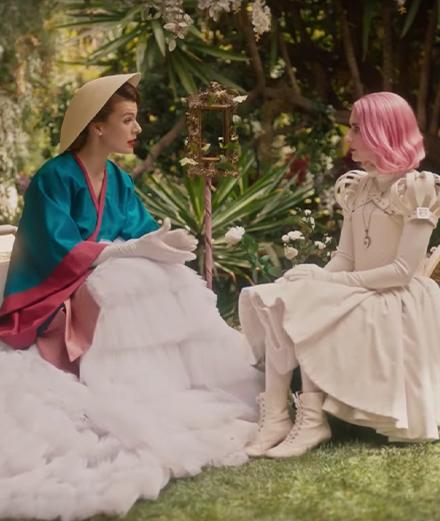 "Emma Roberts et Milla Jovovich réunies dans le film ""Paradise Hills"""