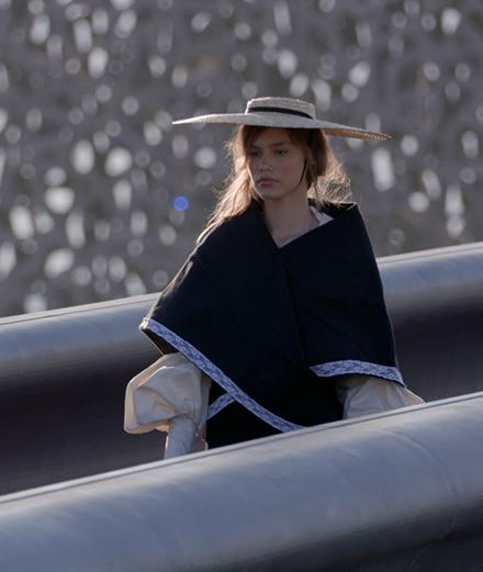 Le défilé Jacquemus sur le toit du Mucem à Marseille