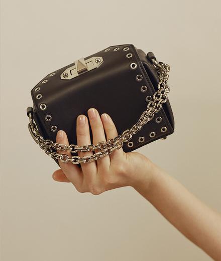 L'objet fétiche : le Box Bag d'Alexander McQueen