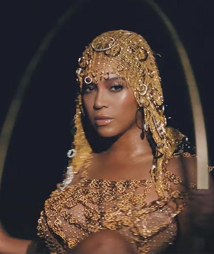 Beyoncé en reine majestueuse pour annoncer son nouvel album visuel