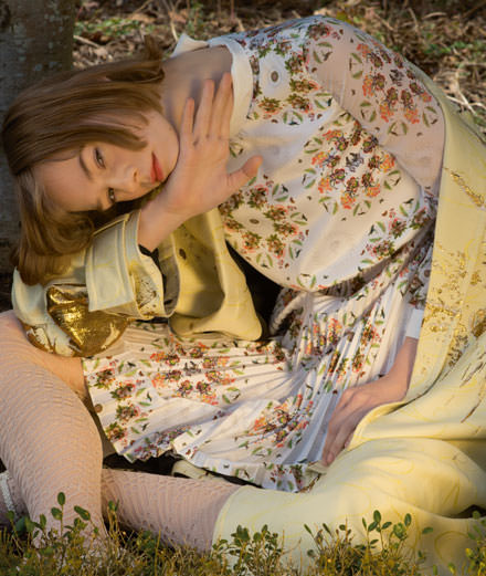 """Exclusif : la série mode """"Jeune fille en fleurs"""" par Camille Vivier"""