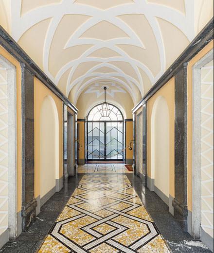 Les plus belles entrées de demeures milanaises réunies en un livre