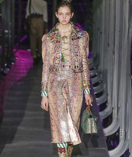 Alessandro Michele offre à Gucci un flamboyant défilé automne-hiver 2017-2018
