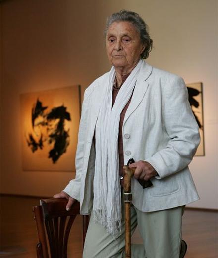 Hommage à Judit Reigl en 3 œuvres iconiques