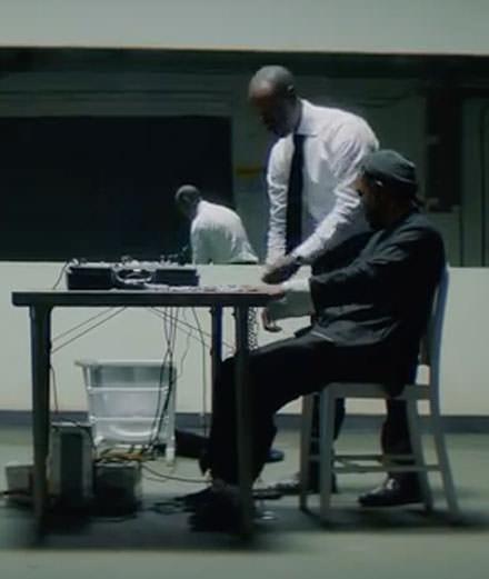 """Kendrick Lamar invite Don Cheadle pour son clip puissant """"DNA"""""""