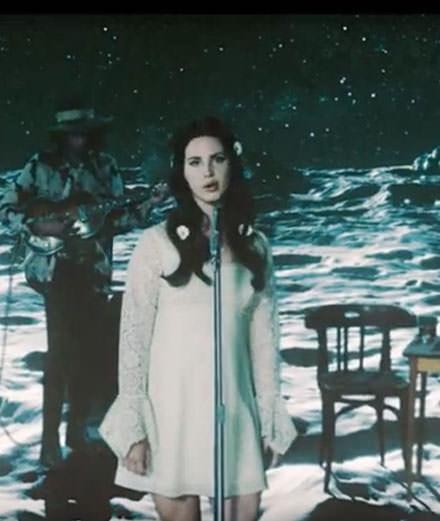 """Love"", Lana Del Rey's lunar trip"