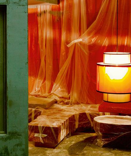 Artiste incontournable de la scène française, Neïl Beloufa expose galerie Balice Hertling à Paris