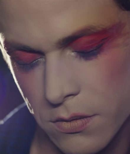 """Perfume Genius dévoile le clip langoureux de """"Die 4 You"""""""